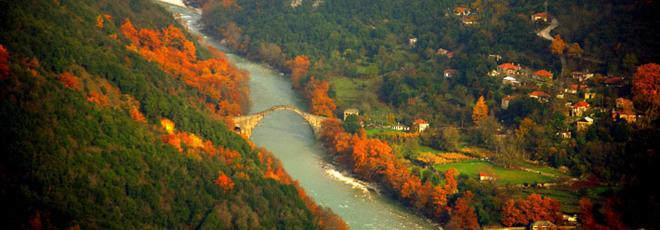 Η ΕΚΑ πάει εκδρομή σε γέφυρα Πλάκας και Πράμαντα.